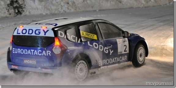 Dacia Lodgy Isola 2000 04_thumb[1]