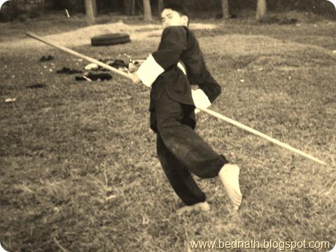 प्रशिक्षणको समयमा : सरस्वती उमाबि (इँटाभट्ट –दमक ) को प्रांगणमा ! स्टिक खेलाउदै !