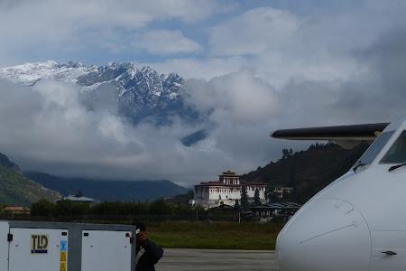 Imagini Bhutan: se limpezeste cerul