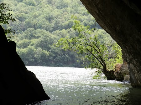 Croaziera pe Dunare: Pestera Ponicova