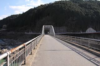 大井ダム下流に位置する「東雲橋」