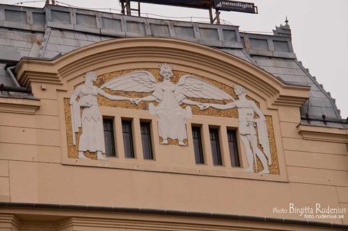 house_20111124_art