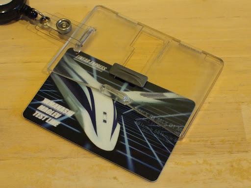 [写真]愛用中のIDカードケース (カードはダミー)