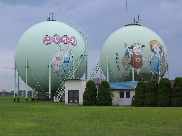 decorated-gas-tanks-japan-3