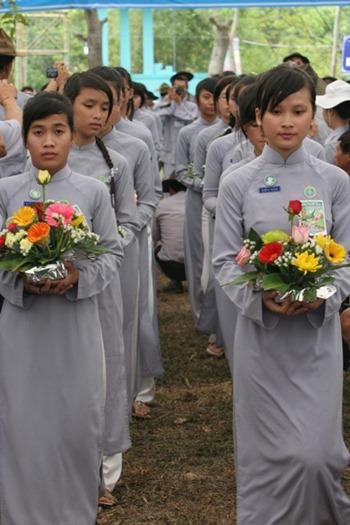 lễ đang hoa - thiếu nữ gia đình phật tử - gđpt