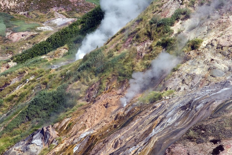 valley-of-geysers-5