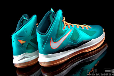 lebron10 dolphins 37 web black The Showcase: Nike LeBron X Setting / Miami Dolphins