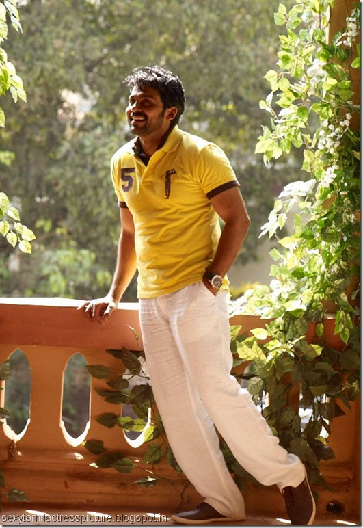 actor-karthi-pic-in-saguni-09