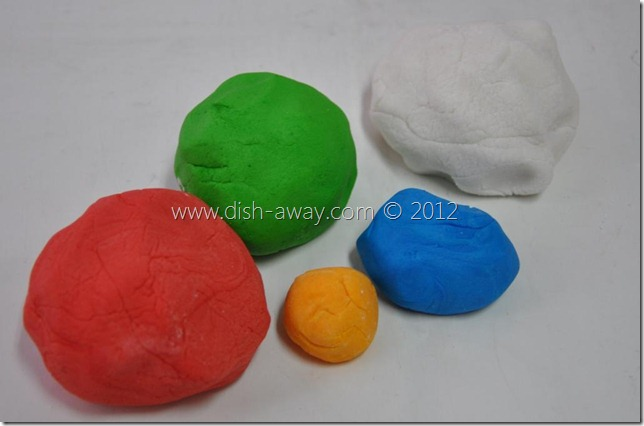Marshmallow Fondant Recipe by www.dish-away.com