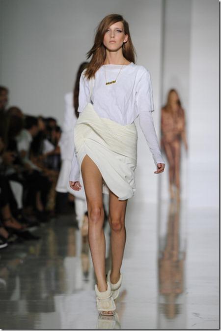 KW Kanye West Runway Paris Fashion Week Spring U79IfZ2eRlAl