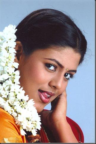 Tamil_actress_Iniya_still