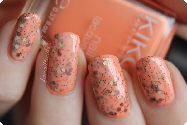 "Kiko 359 ""light peach"" + RdL ""golden glitter"" + flormar 319 jelly-sandwich nailart NOTD"