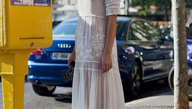 Street-Style-White-Eyelet-and-Lace-2-612x350