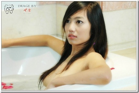 Little Hot Chinese Girl Naked in Studio Shots (9)