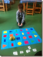 σχήματα και χρώματα με το Bee Bot (1)