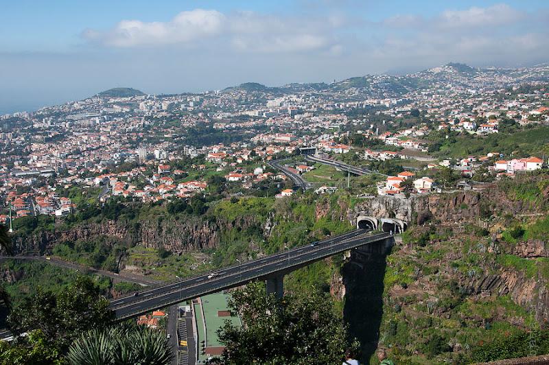 12. С этого ракурса великолепно видна нора моста. Канатная дорога. Фуншал. Мадейра. Португалия. Круиз на Costa ConCordia.