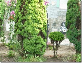 1 elaborate garden decoration regents canal