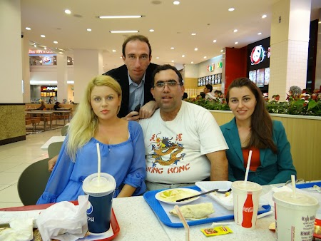 Teodor Stefan, Mirabela Tiron, eu si Roxana Tomina in Mall of the Emirates