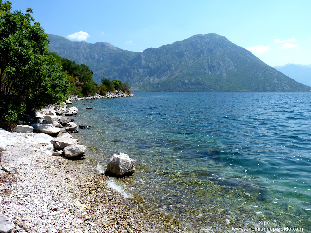 playas-bahia-de-kotor-montenegro.JPG