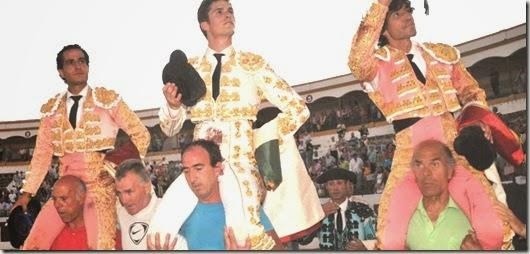 Linares 29-8-2014- SALIDA A HOMBROS, CURRO, FANDIÑO Y LUQUE