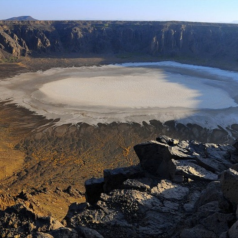 Al Wahbah Crater: A Pearly White Crater in Saudi Arabia