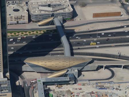 Transport Emirate: Statia de metro Burj Khalifa - Dubai Mall