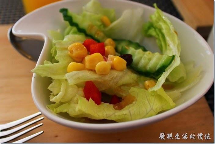 台南-bRidge 橋上看書-早午餐。早午餐的的鮮蔬沙拉,份量有點少,但沙拉還蠻新鮮的,印象中是油醋醬。