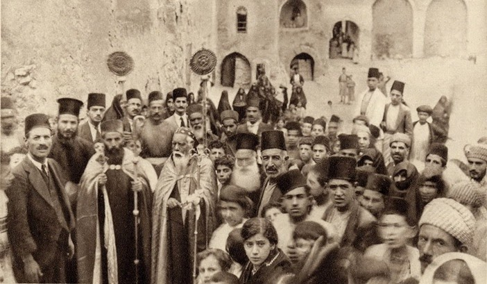 Assírios