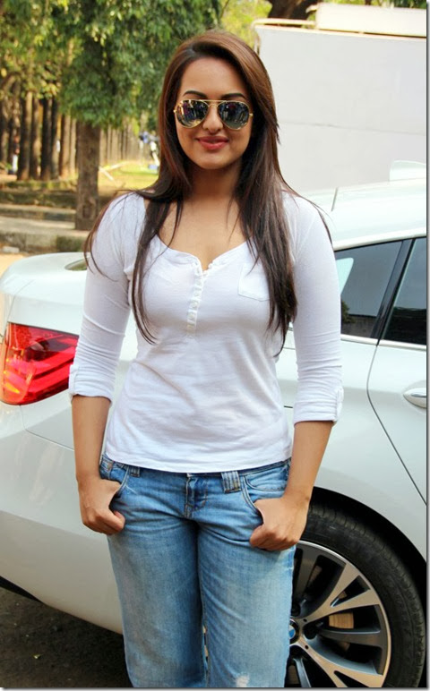 Hot Sonakshi Sinha in White Full Sleeves T-Shirts & Blue Jean Pant