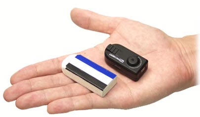A Chobi CAm Pro é a menor filmadora do Mundo em HD veja a comparação com um borracha escolar na palma da mão.