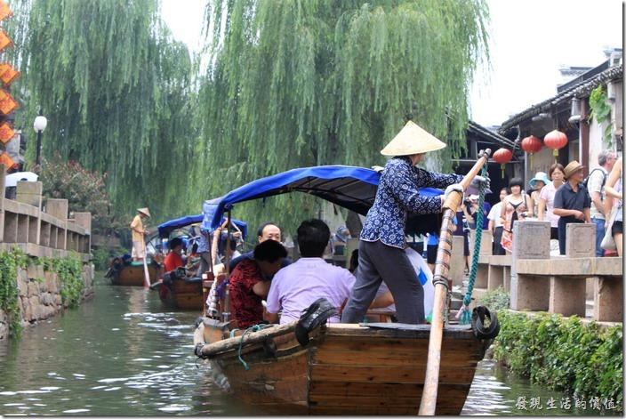 中國的水城古鎮─周庄、古鎮水巷游