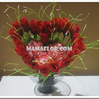Como Hacer un Arreglo floral en Forma de Corazón