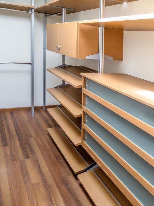 Closet con puertas corredizas madera maple melamina for Puertas corredizas de aluminio