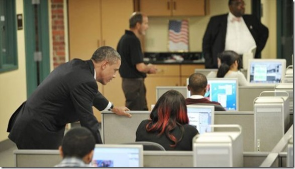 obama-checking-your-emails-32