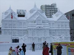 Sapporo_Snow_Festival_-_Ice_Palace