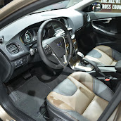 2013-Volvo-V40-Cross-Country-10.jpg