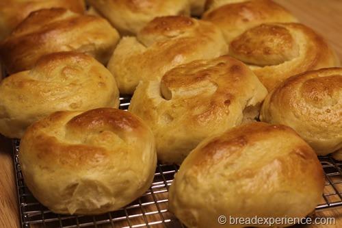 pumpkin-knot-yeast-rolls_1617