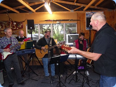 A jam session with L to R: Brian Gunson, Peter Brophy, Gavin Prentice (Break Thru), Phyllis Prentice (Break Thru), and Kevin Johnston. At one stage the band grew to 7 including Errol Storey on keyboard and Peter Littlejohn on keyboard but out of photo.