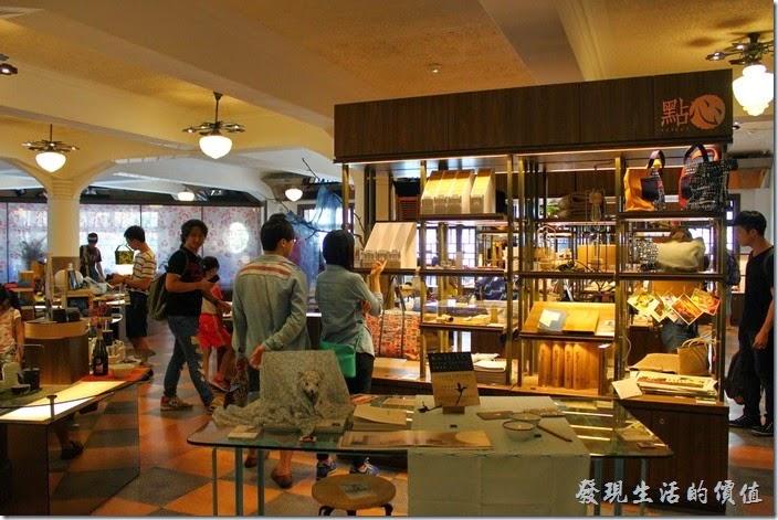 台南-林百貨重新開幕。台南林百貨二樓的陳列。