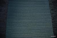Welurowa tkanina obiciowa w pasy. Czarna