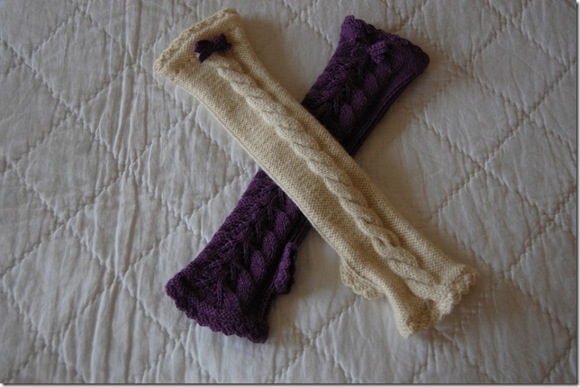 VIVE MARIAS AND SNOW QUEEN WRISTWARMERS