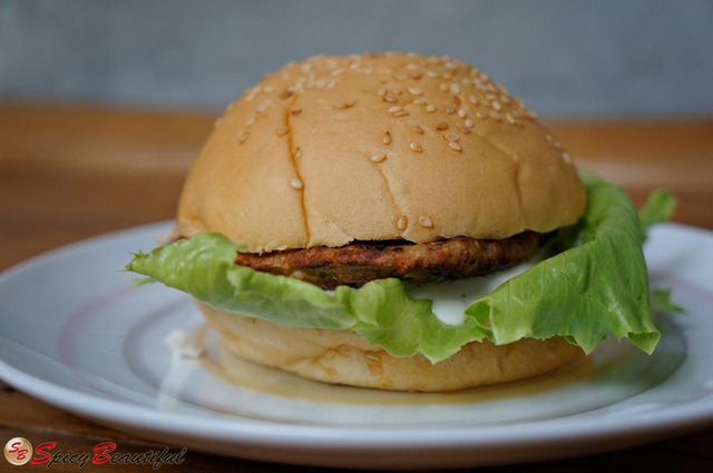 Spicy-Chicken-Burger-with-Lettuce-and-Ranch-Dressing