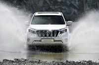 2014-Toyota-Land-Cruiser-Prado-11.jpg