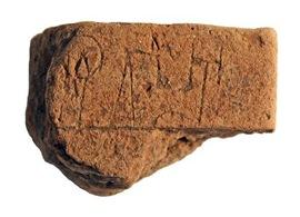 Tableta con nombres y nmeros se encontr el verano pasado en Grecia   -   Fotografa cortesa de Christian Mundigler