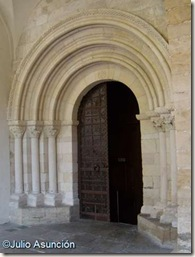 Iglesia de San Juan Bautista - Portada románica