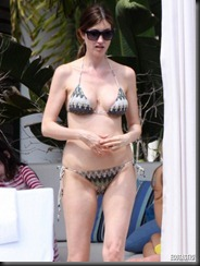 jackie-titone-bikini-miami-04-675x900