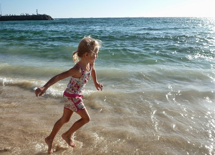 mae - beach runner