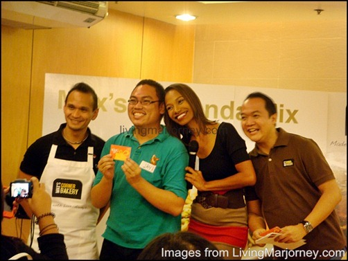 Blogger Jay with Max's Team