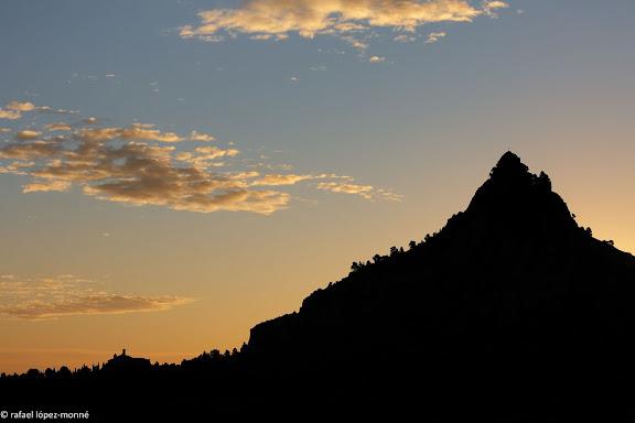 Silueta de la muntanya de Santa Barbara.Horta, Terra Alta, Tarragona