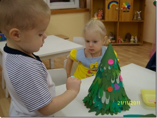 árbol navidad hecho con siluetas de manos, manualidades preescolar ...